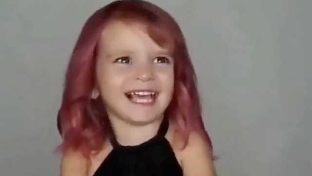 小女孩第一次染发,要最爱的粉色哦