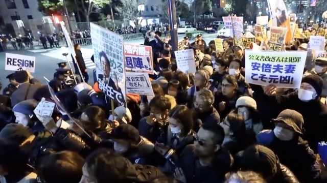 日本篡改丑闻发酵:民众要安倍下台