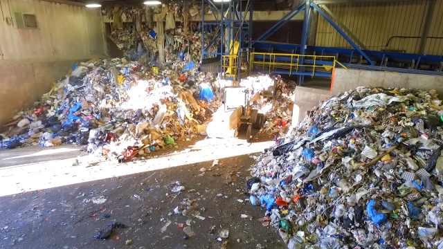 中国停止进口洋垃圾,美国企业惨了