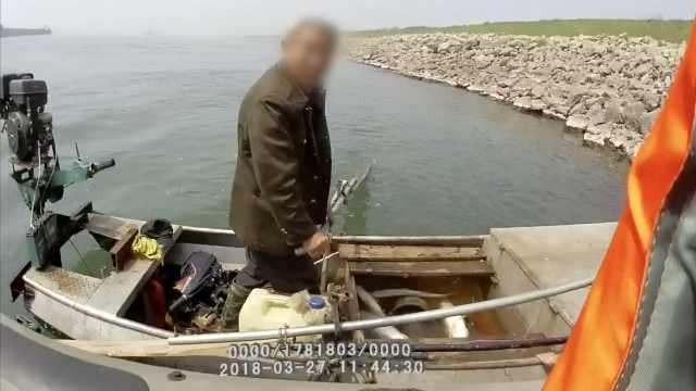 男子闯产卵场狂电鱼,最大母鱼30斤