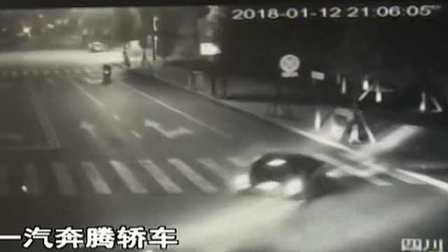 """擦挂后撞街沿 这个司机有点""""猛"""""""