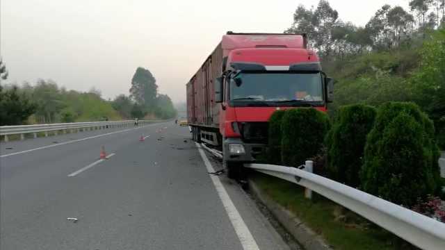 司机疲劳驾驶,货车骑上护栏