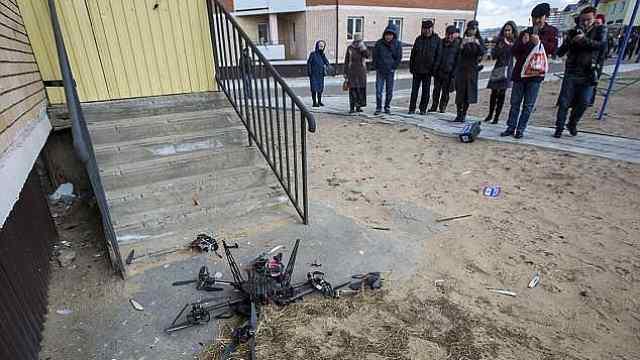官员记者都来了,俄送货无人机撞了