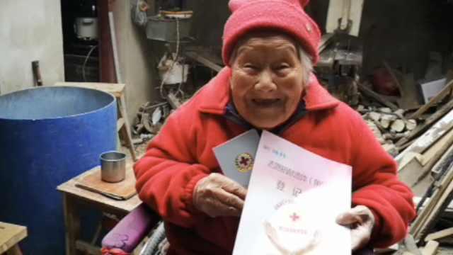 百岁老妪笑签遗体捐献书:烧了可惜
