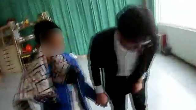 心疼!父母离婚,10岁娃被弃街头流泪
