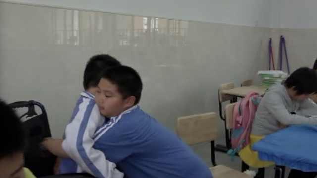 暖!10岁小学生照顾渐冻人同桌4年