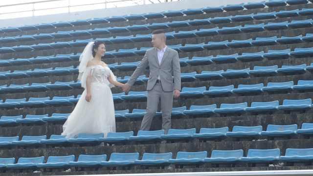 从校服到婚纱!7年情侣回校拍结婚照
