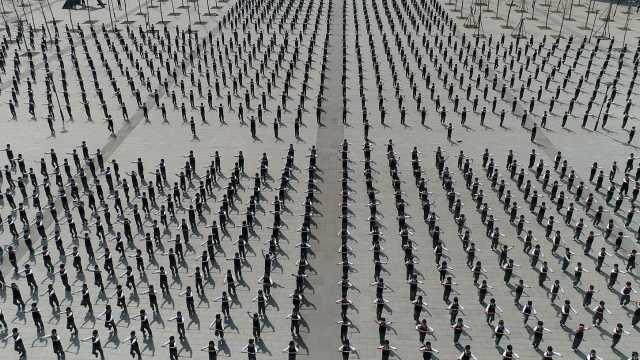 2千学生同跳
