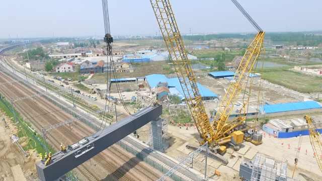 大场面!华东最大铁路横梁吊装完成