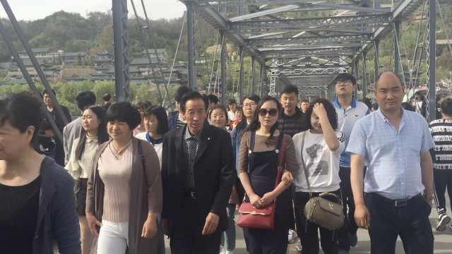 兰州黄河铁桥游客暴涨,比平时多5倍