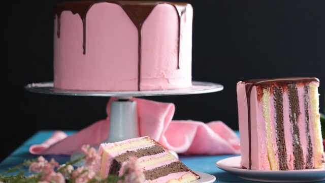 自制美味的巧克力香草蛋糕