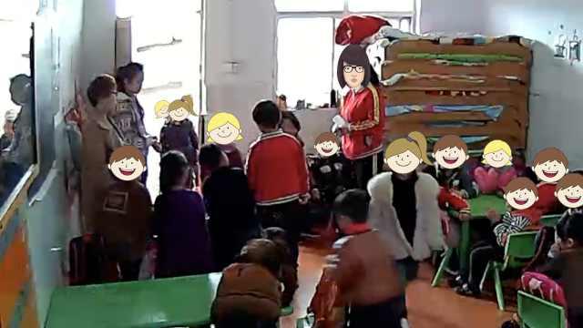 男童吐口水,老师让女生排队吐回来
