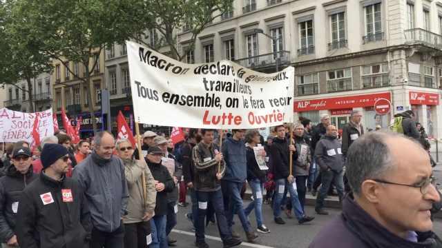 法国大游行,抗议取消铁路铁饭碗