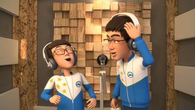 两个小哥哥,唱歌搞笑两不误!
