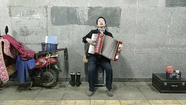 保安哥自学写词谱曲:只唱自己的歌