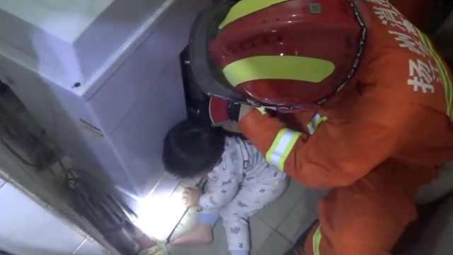 男童手卡进和面机,消防紧急营救