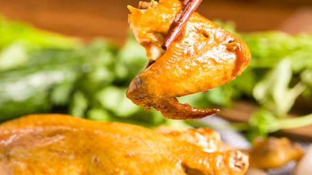 金黄的烤鸡,电饭锅也可以搞定