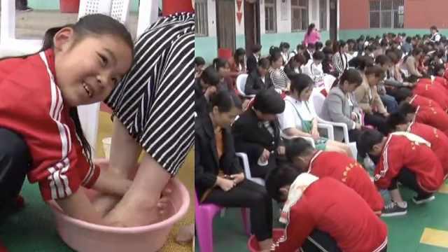 学生给妈妈洗脚,家长孩子哭成一片