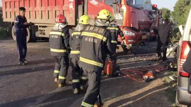 吉林客车与货车正面相撞,致7死6伤