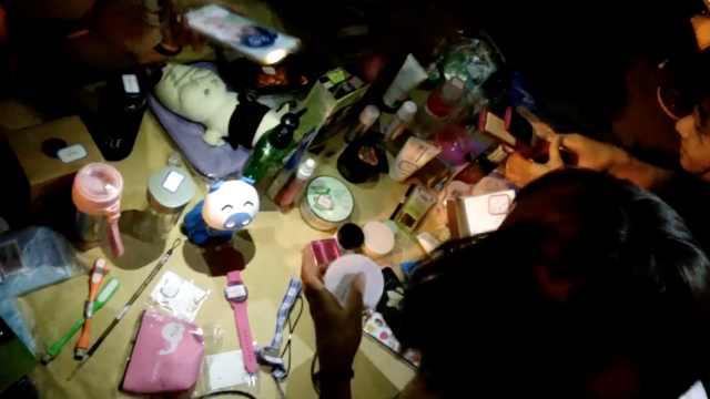 大学生夜市卖闲置物:发挥环保意识