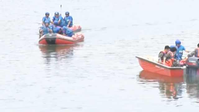 女同学落水,男生将其推岸边后遇难