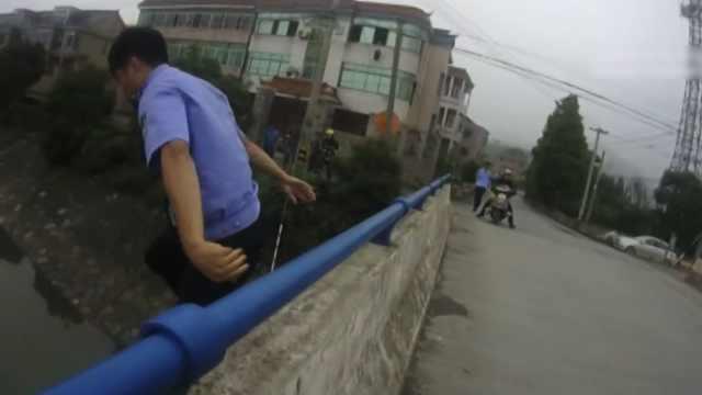 女子冲动跳河,民警跳桥奋勇救人