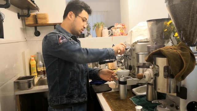 教师改行卖咖啡,一年试喝千杯咖啡