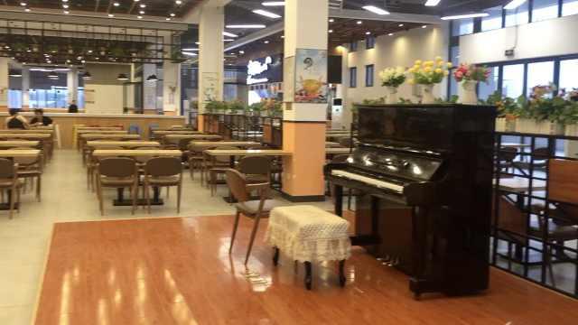 别人家的食堂!配置钢琴如高级餐厅