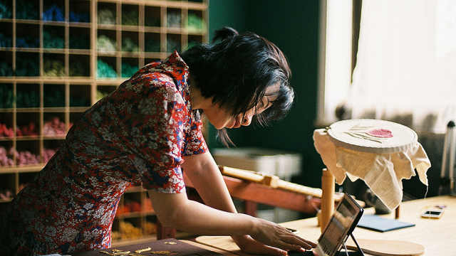 工作遭遇瓶颈,她辞职去英国学刺绣