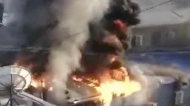 火锅店起大火,顾客刚坐下就往外逃