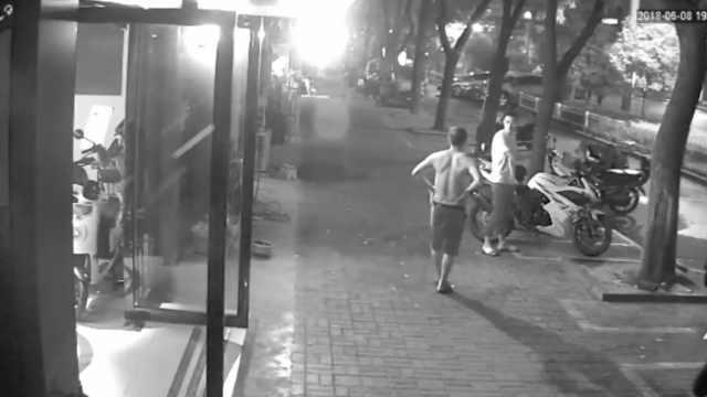 两男子偷摩托倒卖,失主撞见秒认出