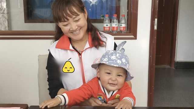 奶奶带1岁孙献血:望他长大接力公益