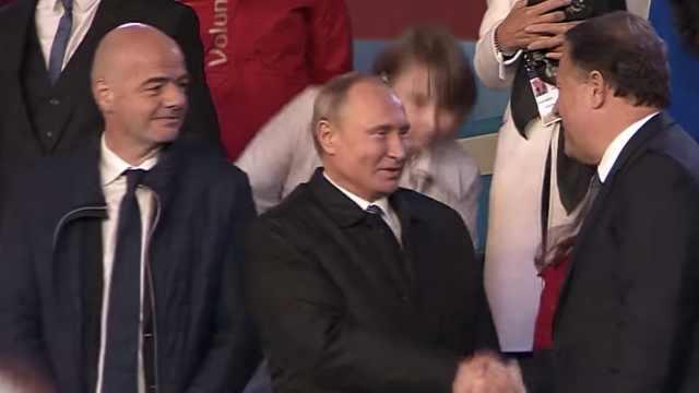 助威世界杯!普京出席红场音乐会