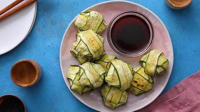 简单好吃的鸡肉西葫芦卷,自制小吃