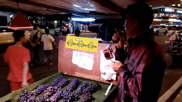 他是水果攤上的K歌之王:唱了十幾年