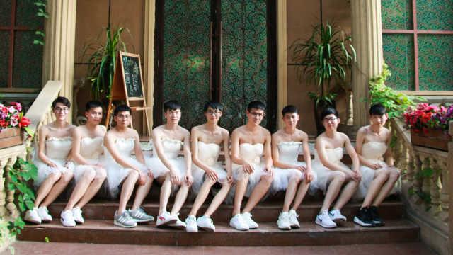 男生穿婚纱拍照:表面拒绝内心渴望