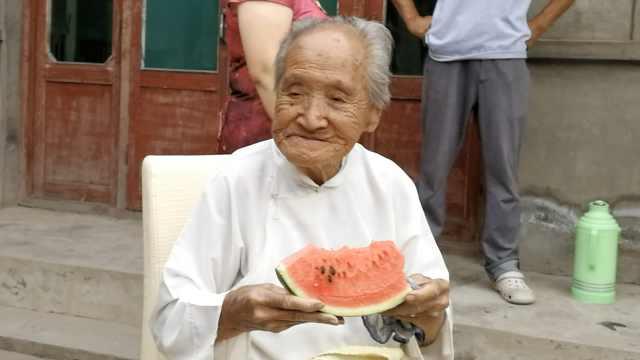 百岁老太五世同堂:1天2顿,最爱吃馍