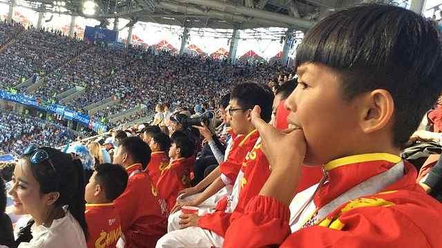 梅西球童给C罗打call:葡萄牙夺冠