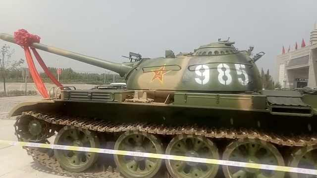 衡水一中分校停2坦克,编号985、211