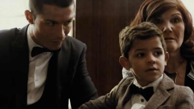 C罗儿子初见梅西的表情,让C罗吃醋