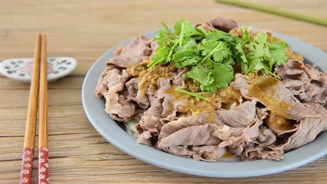 肥牛配金针菇,怎么做都好吃