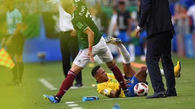 墨西哥主帅再喷内马尔:足球的耻辱