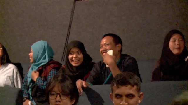 盲人怎么看电影?印尼开了家电影院