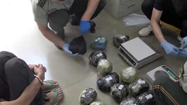 家中搜出130斤毒品,毒贩夫妻吓瘫