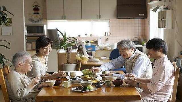 这些饭后习惯会危害中老年人的健康