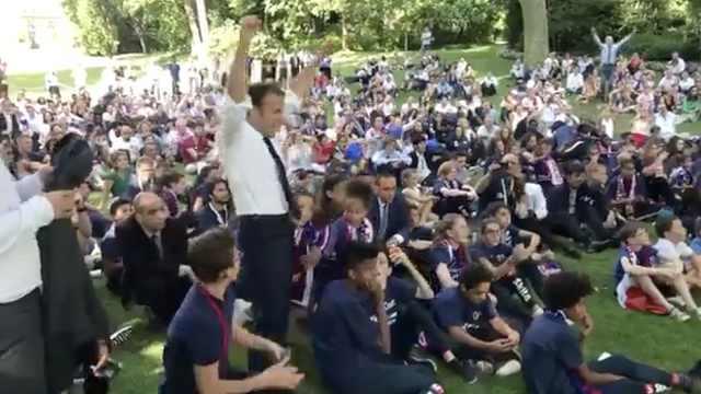 超级粉!法国晋级马克龙与球迷狂欢