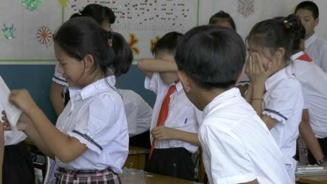 小学生毕业为老师献歌,全班成泪人