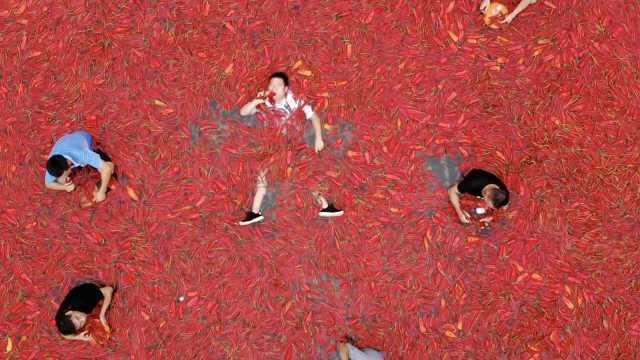 湖南人多能吃辣?他1分钟吞50个辣椒