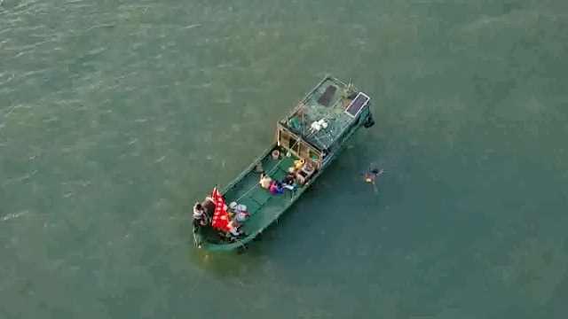 壮举!荆州男子12小时横渡琼州海峡