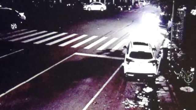 他驾车撞摩托,将伤者送医后竟跑了